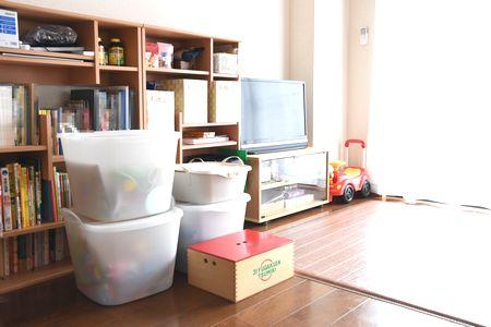 カラーボックス本棚とスタックストーバケットを使ったおもちゃ収納完成