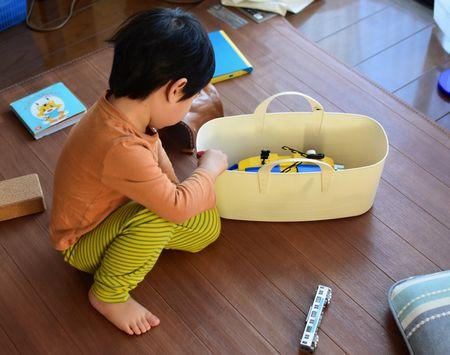 スタックストーのバケットLスリムはおもちゃ収納して持ち運びやすい