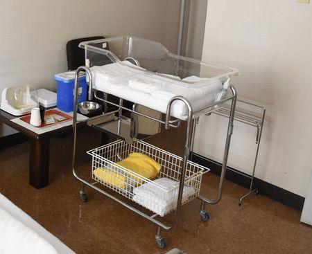 東都文京病院産後ケア赤ちゃん用のコット